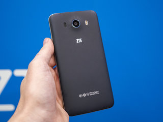 want to unlock your smartphone with your eyes the zte grand s3 s retina scanning tech can do just that hands on  image 3