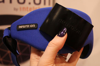 say goodbye to jetlag with the neuroon sleeping companion image 12