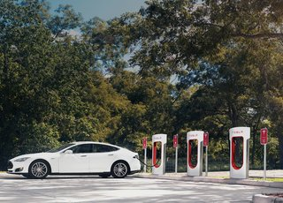 Tesla Model S software updates to add auto-steering, trip plotting along charger routes