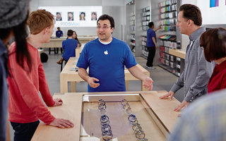 Apple Store staff being taught to recommend Apple Watch styles based on how you're dressed