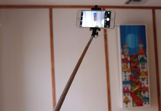a buyer s guide to smartphone selfie sticks which one should you get and why  image 5