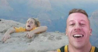 The Worst Selfies Of All Time image 39