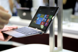 acer aspire switch 10v cherry trail goes 2 in 1 hands on  image 2