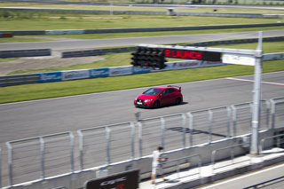 honda civic type r 2015 first drive a track car for the road image 84