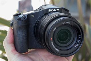Sony Cyber-shot RX10 II: Superzoom goes super fast (hands-on)
