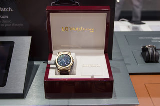 Don't touch the watch: LG Watch Urbane Luxe glitters behind glass