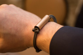 misfit ray is the wrist or neck worn activity tracker for those who want to look good image 4