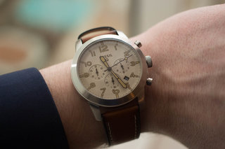 Fossil Q54 Pilot keeps analogue beauty with LED and vibration notifications