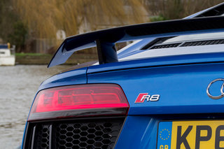 audi r8 v10 plus 2016 review image 9