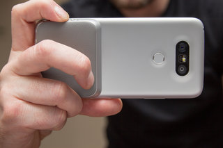 LG Cam Plus: Get a grip on mobile photography
