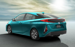 newly unveiled toyota prius plug in uses its solar roof to get hefty 202mpg image 2