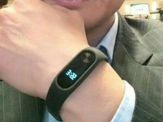 Xiaomi CEO reveals Mi Band 2 and its LCD display, physical button