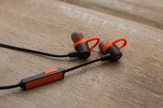 vervelife by motorola ones loop or rider headphones have all your sports covered image 3