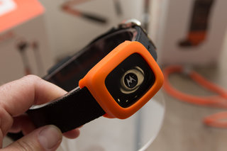 vervelife by motorola ones loop or rider headphones have all your sports covered image 6