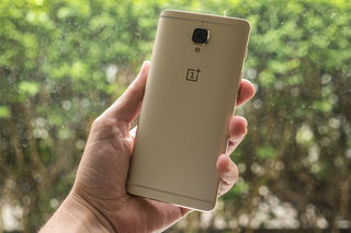 OnePlus 3 Soft Gold in pictures: If bling is your thing