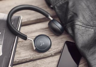 Libratone enters the Lightning headphone biz with its Q Adapt series