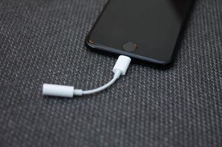 Apple Lightning headphones-gate, Apple confirms issue with bundled buds