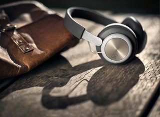 B&O Play wireless Beoplay H4 headphones come with Apple Watch control