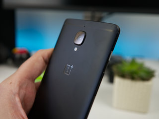 this is the limited edition oneplus 3t in midnight black image 5