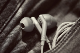 Got an iPhone or iPad Check out the Q Adapt In-Ear headphones by Libratone image 4