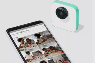 Googles hands-free Clips camera uses AI to capture candid moments image 1