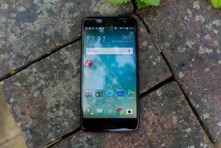 HTC U11 Plus shown off in Translucent Black colour finish