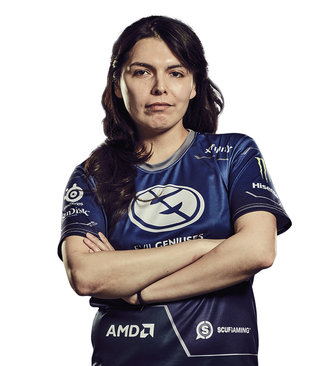 Top 10 highest earning female eSports gamers in the world image 11