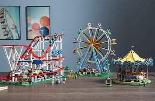This roller coaster is one of the biggest Lego sets ever - and it can even be powered image 3