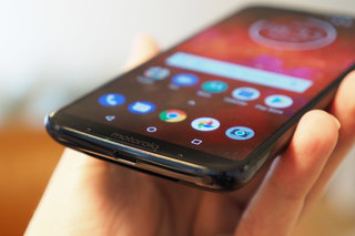 Moto Z3 Play review image 17