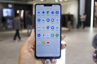 LG G7 One review image 16