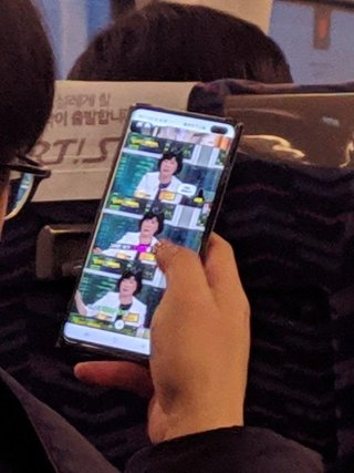 Wow Samsung Galaxy S10 Pictured Being Used In Public Someones In Trouble image 2