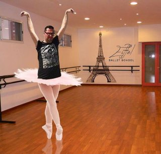 Celebrate 130 years since the Inauguration of the Eiffel Tower with hilarious Photoshoppings image 14