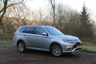 Mitsubishi Outlander PHEV review image 3