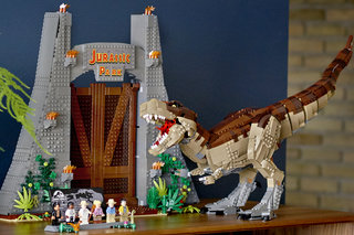 Finally Lego gives us the Jurassic World set we've been waiting for