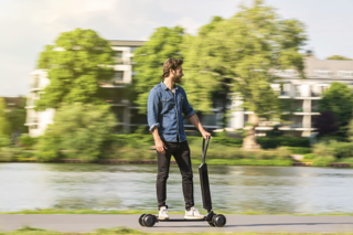 Audi's new E-tron is a scooter and longboard hybrid launching next year