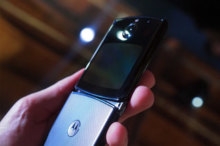 Motorola Razr Review clamshell second screen image 7