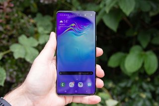 Android 10 is finally starting to arrive for Samsung's Galaxy S10 smartphones