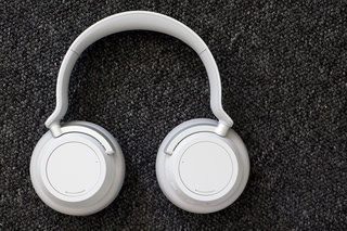 Surface Headphones 2 might offer 20 hours of battery life, dial buttons