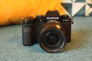 Fujifilm X-S10 aims for entry-level mirrorless snappers