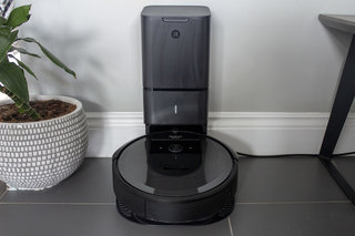Save $400 on iRobot's awesome self-emptying Roomba robot vacuum