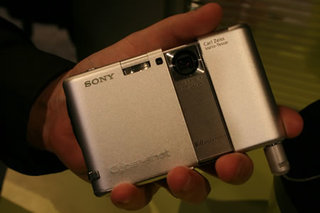 Sony DSC-G1 digital camera  - FIRST LOOK