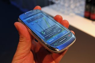 First Look: Nokia C7