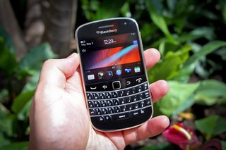 First Look: BlackBerry Bold 9900
