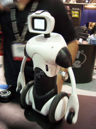 CES 2006: Three new Robosapiens to contend with at CES