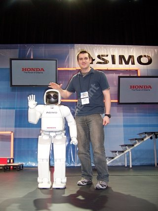CES 2006: Pocket-lint gets date with Honda robot ASIMO