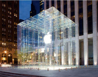 Apple open flagship Fifth Avenue store in New York
