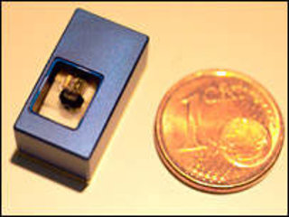 Scientists develop world's smallest last projector