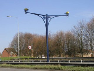 Speed cameras deceived by switching lanes