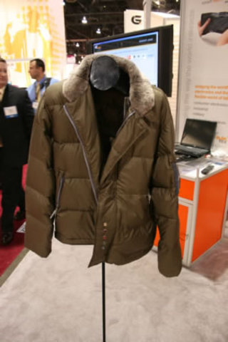 CES 2007: Dope + Drakkar iDope Eleksen powered iPod Jacket