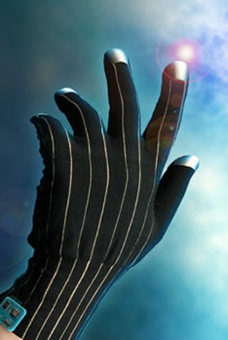 Bluetooth glove could let you play games without a controller